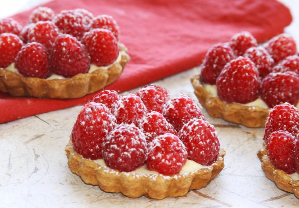 Petite raspberry tart
